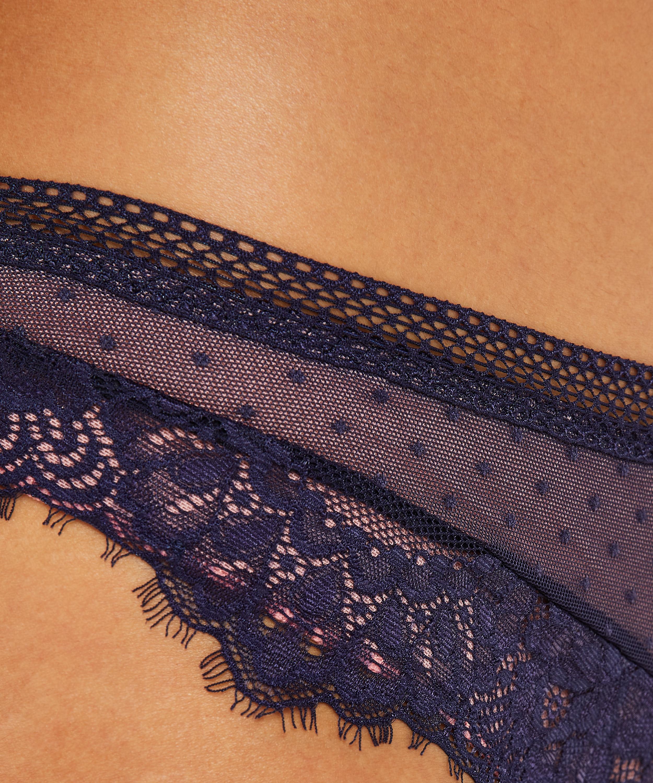 Brazilian Bessie, Blau, main
